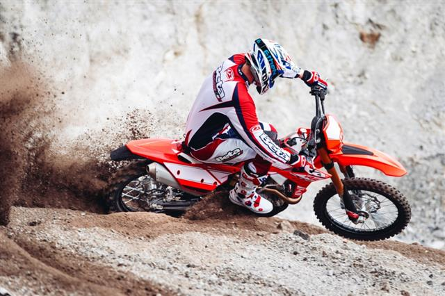 RR 4 stroke action2 640